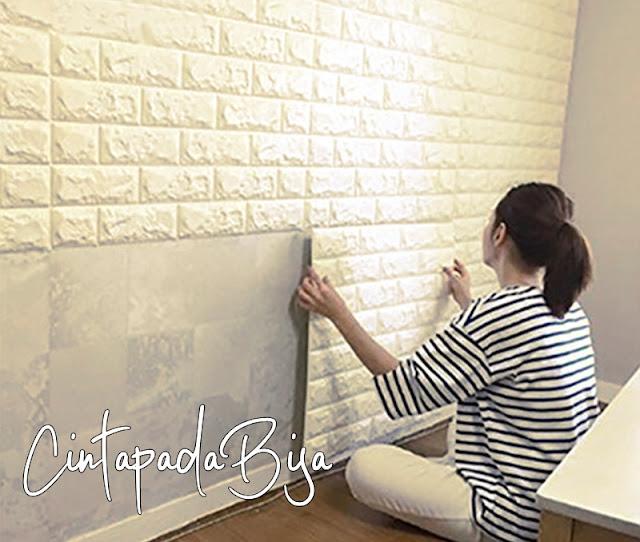 10 Cara Mudah Memasang Walpaper Dinding Tanpa Ribet