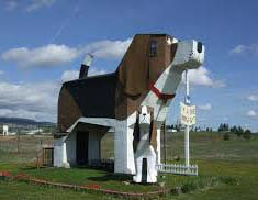 """The Dog Bark Park Inn opened in August 2003, built and designed by Francis Conklin and Dennis Sullivan. It is the biggest two bedrooms 12 feet beagle bread and breakfast hotel in the world in Idaho. The local residents call is """"Sweet Willy"""" because of its pet friendly features."""