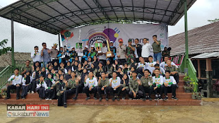 para peserta KLLB foto bersama Kasat Lantas Polres Sukabumi