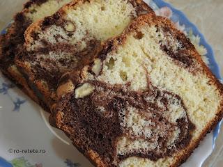 Chec cu nuca si cacao reteta pandispan marmorat cu nuci si ciocolata dulce pufos retete desert de casa cu oua zahar vanilie copt la cuptor,