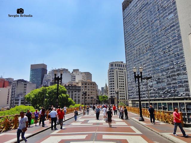 Vista ampla da Passarela do Viaduto Santa Ifigênia - Centro - São Paulo