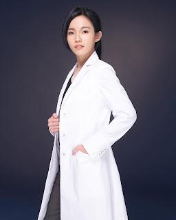 女中醫師專業形象照日本克萊希醫師袍