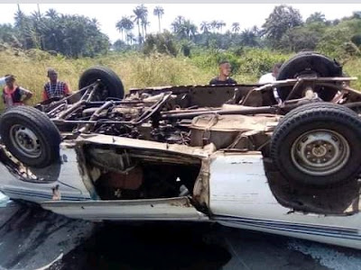 15 Passengers Escape Death As Commercial Bus Somersaults In Sapele (Photos)