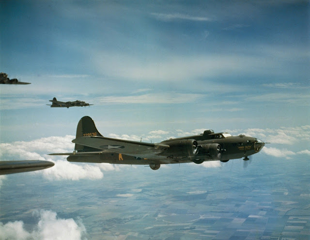 B-17 Color photos World War II worldwartwo.filminspector.com