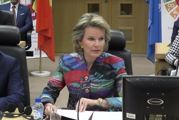 Queen Mathilde wore GIORGIO ARMANI Giacca Blazer. The Queen is wearing a new Giorgio Armani Giacca Blazer