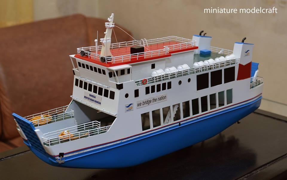 miniatur kapal feri ro ro passenger ship kmp muria jepara