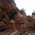 Kamen pao na autobus, putnica poginula, vozač povrijeđen