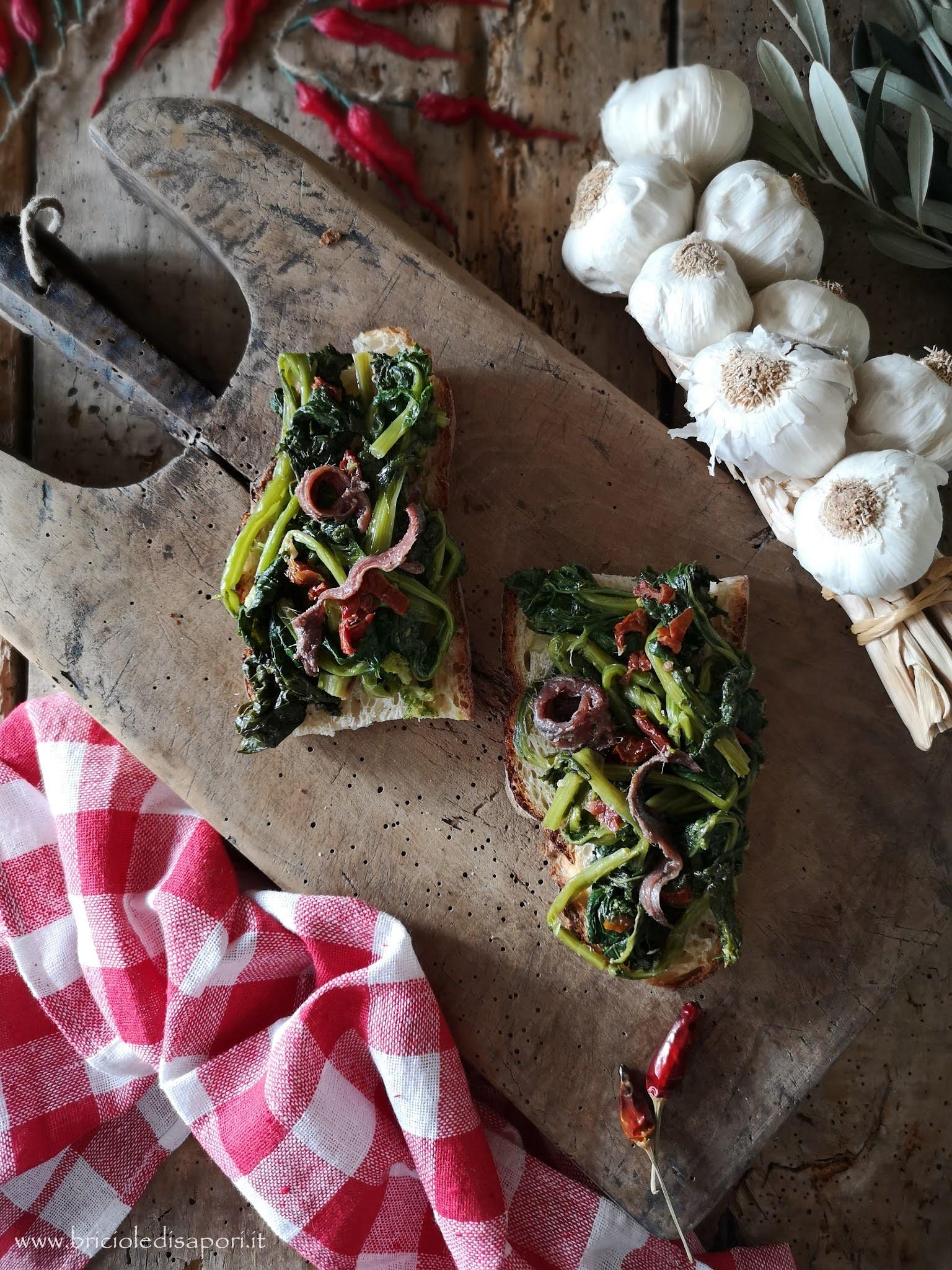 crostini rustici con cime di rapa pomodorini secchi e acciughe