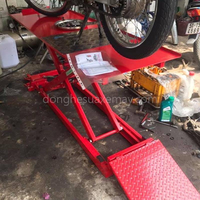 bàn nâng xe máy đạp chân, bàn nâng cơ, bàn nâng xe máy