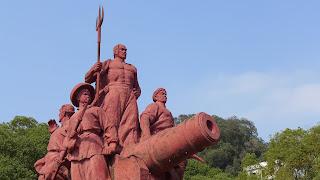 Escultura à entrada do Museu Memorial à Guerra do Ópio, GuangZhou, China