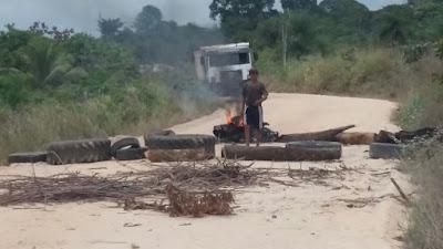 Comunidade revoltada paralisa ação devastadora de seixeira no interior de Capitão Poço