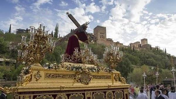 Retransmisión del Martes Santo en la principales ciudades de Andalucía