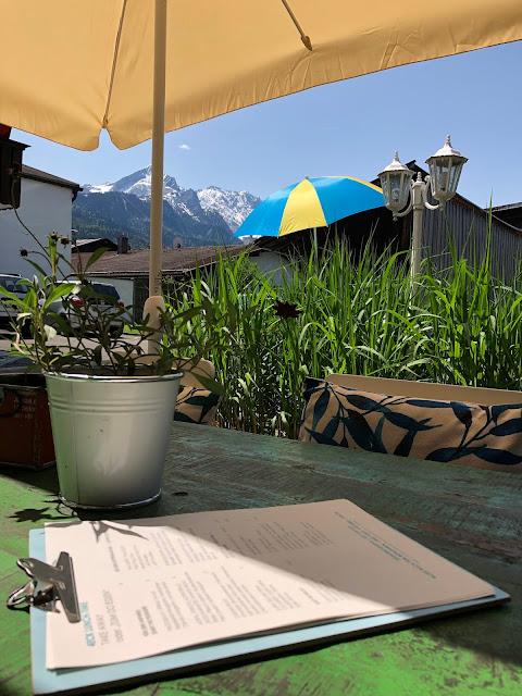 Terrasse, Bergblick, Garmisch-Partenkirchen, Outdoor-Bereich, Patio, 4Eck, Restaurant, Restaurantterrasse, Bergpanorama, Alpspitzblick