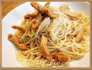 Espaguetis con pollo y sesamo
