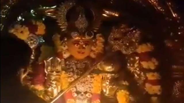 आरती के दौरान बदलते हैं मां दुर्गा के चेहरे के भाव, देखिए ये अद्भुत VIDEO