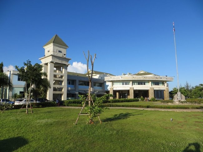 Здание порта краби таун