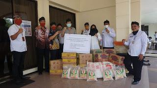 Warga Tionghoa Mojokerto Bantu Sembako untuk Warga Terdampak Covid-19