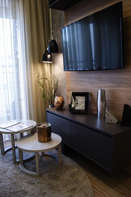 decoracao-painel-tv-sala-pequena