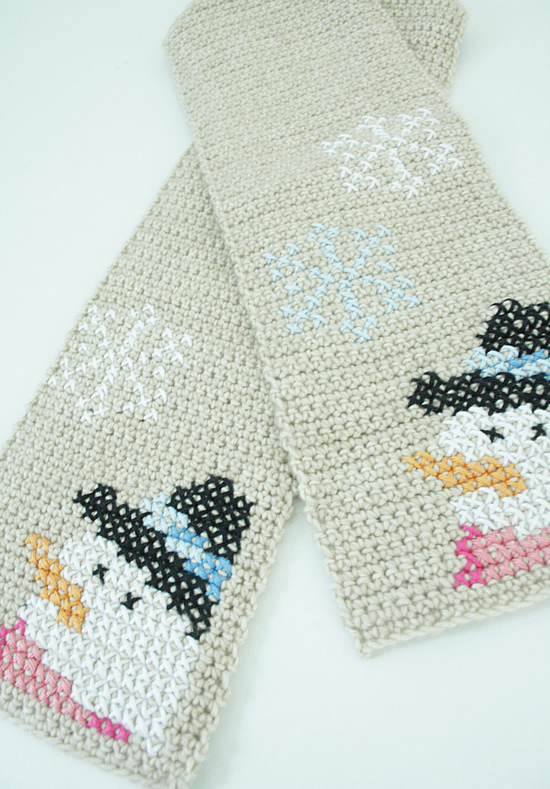 Crochet children's scarf: Happy Snowman Scarf | Happy in Red