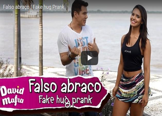 http://humorfetico.com/falso-abraco/