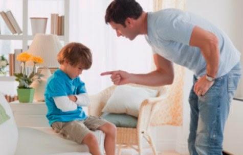 Frases de Família, A criança pode desenvolver sintomas neuróticos, sintomas físicos, comportamento destrutivo ou autodestrutivo por não ter estratégias sofisticadas para administrar sentimentos difíceis nem recursos internos para entendê-los e regular suas emoções.