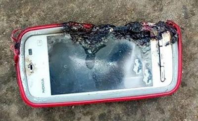 Seorang Remaja Tewas Akibat Ponsel Nokia Lawas Meledak