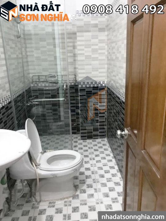 Nhà có 5 toilet