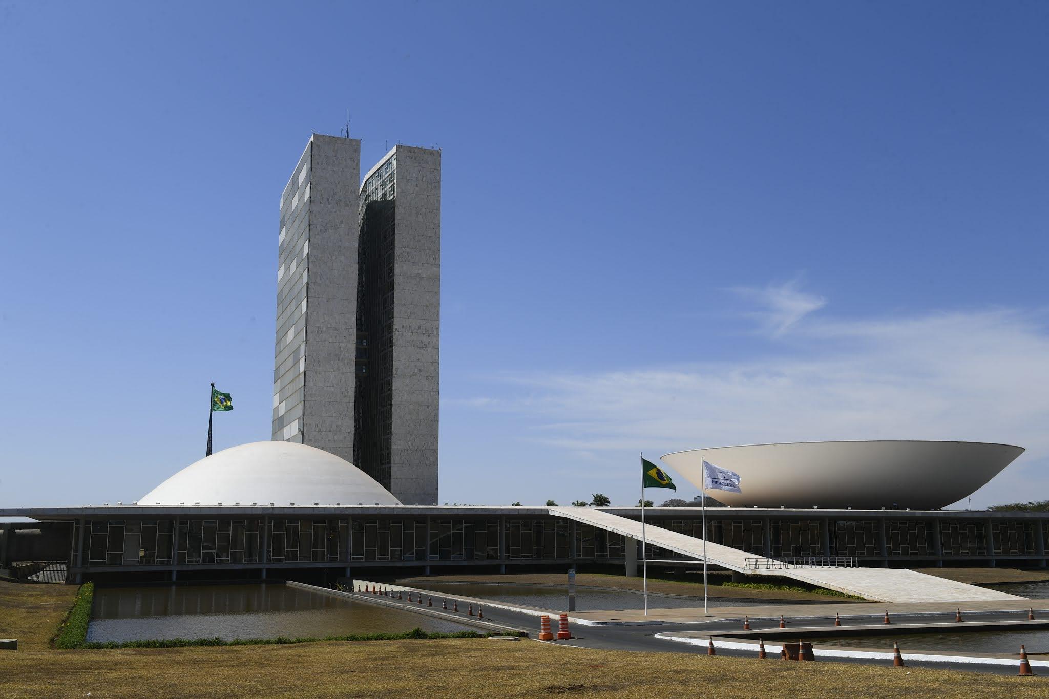 Orçamento da Câmara dos Deputados e Senado é maior do que 99,9% das cidades brasileiras