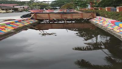 Dinas Lingkungan Hidup (DLH), Kabupaten Rokan Hilir, Melakukan Pengecatan Saluran Drainase