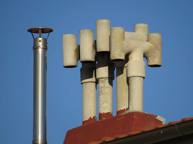 Chimneys on the roof, piazza Giovanni Maria Lavagna, Livorno