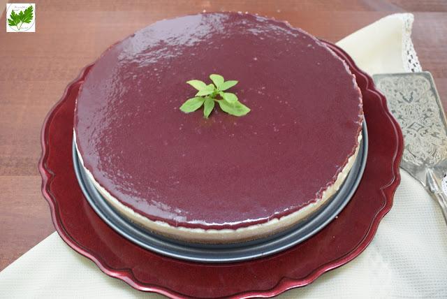 Tarta De Queso Con Cobertura De Mermelada De Moras Y Caquis Con Chocolate