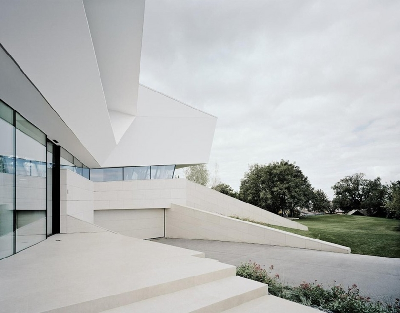 White house design of Villa Freundorf by Project A01 Architects