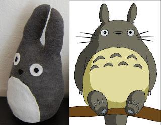 Totoro de pelúcia e versão original no anime