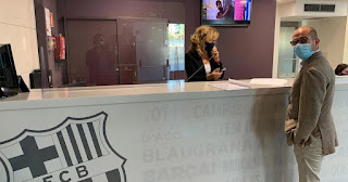 Picturesc: Barcelonaa Presidential candidate Farre fills in request for vote of no confidence against Bartomeu