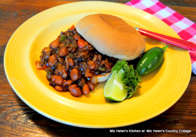 Sloppy Texan at Miz Helen's Country Cottage