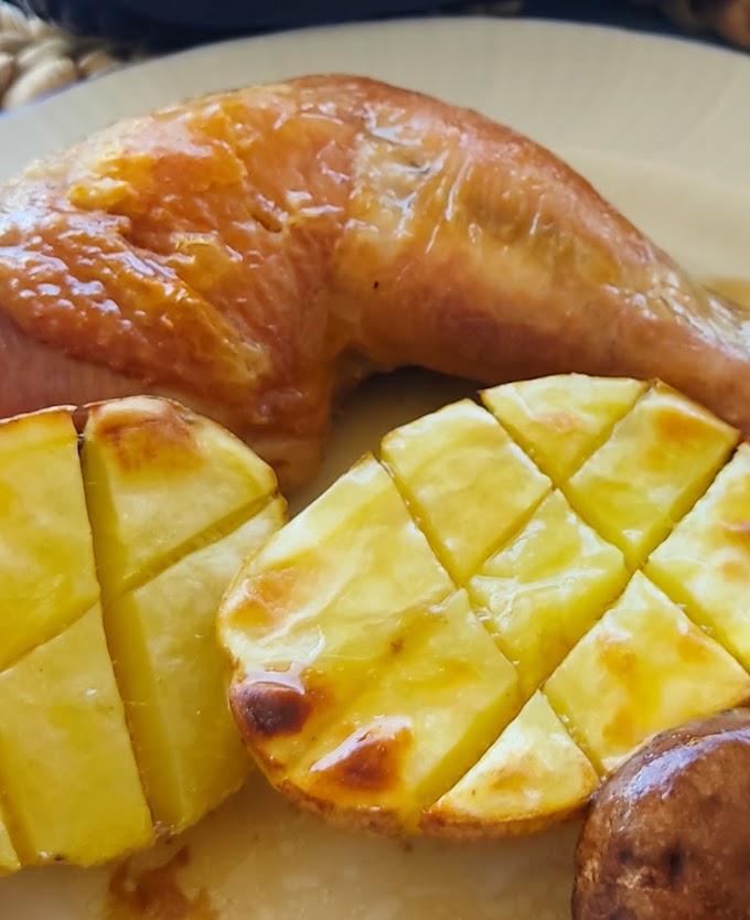 Traseros de pollo ecológico de pasto asados con patatas y champiñones