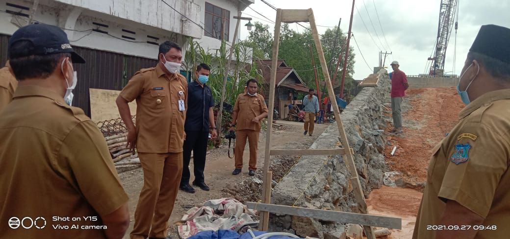 Pembangunan Oprit Jembatan Parit Gompong Dihentikan Sementara Oleh Wabup Tanjabbar
