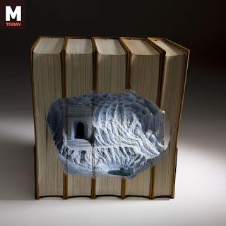 منحوتات على الكتب