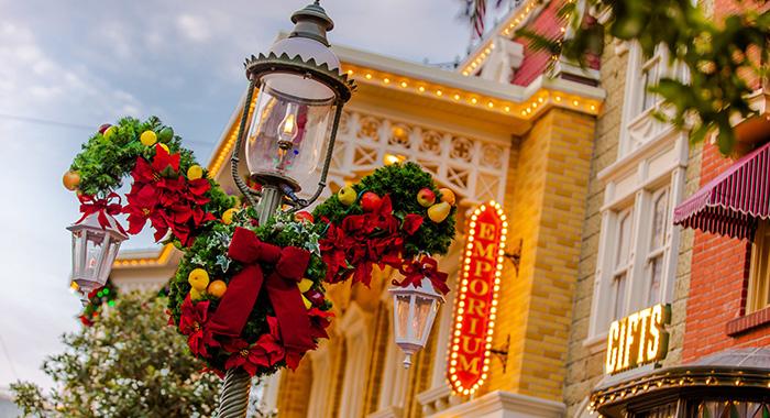 Decorado navideño en Magic Kingdom.