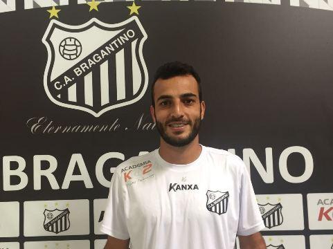 Agora no Bragantino, volante Revson Santos enfrentará seus ex-clubes e analisa a sequência de jogos