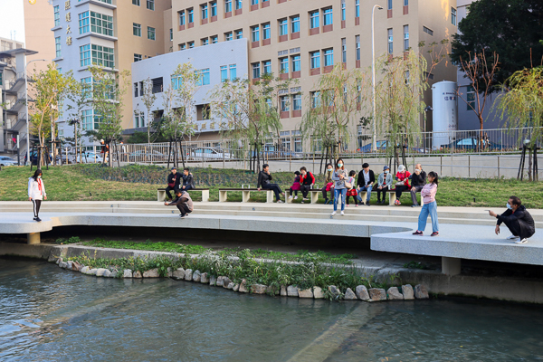 台中柳川水岸2期工程部份開放,民權至民生柳橋親水步道散步好去處