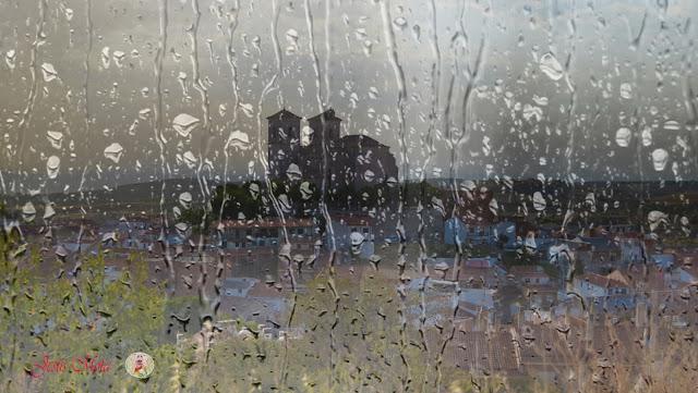 Iglesia de Campo Real Tras la lluvia