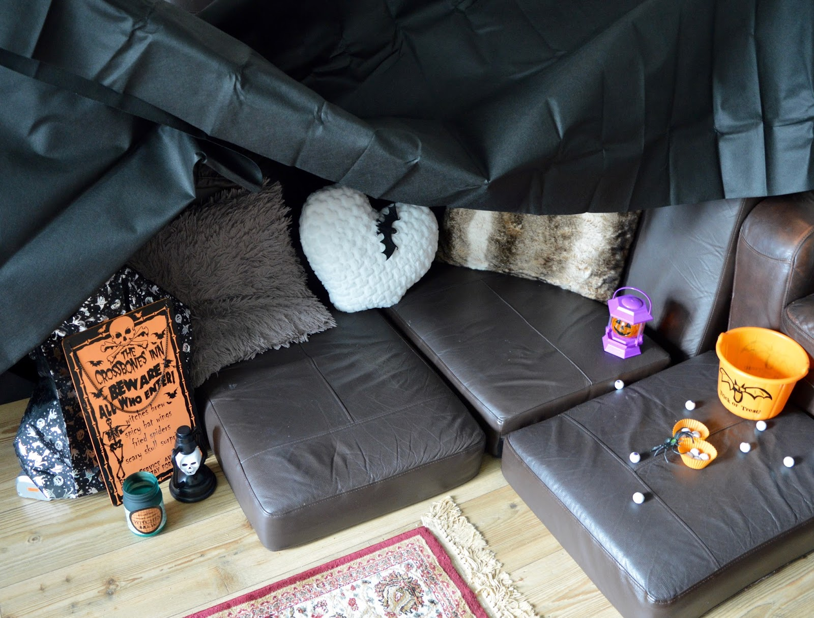 How to create an awesome sofa den for Halloween with DFS #MySofaDen