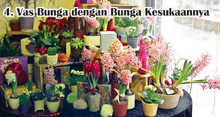 Vas Bunga dengan Bunga Kesukaan untuk Hadiah Ulang Tahun mama