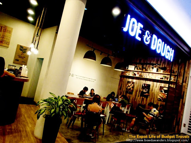 bowdywanders.com Singapore Travel Blog Philippines Photo :: Singapore :: Dr. Café Coffee, City Hall