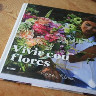Vivir con flores y acercarse al mundo de los arreglos florales
