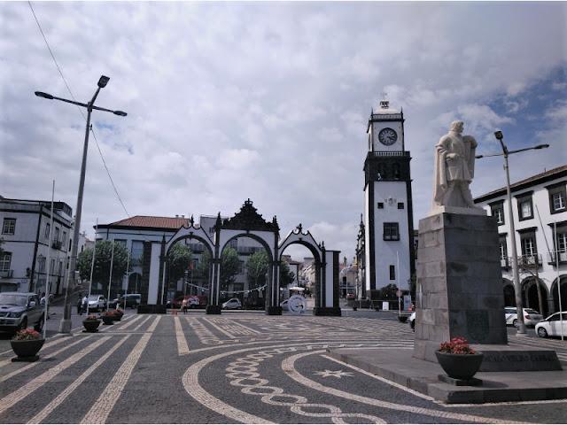Puertas de la Ciudad y Plaza de Gonçalo Velho Cabral en Ponta Delgada