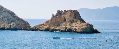 navegar por las costas del mar Mediterráneo