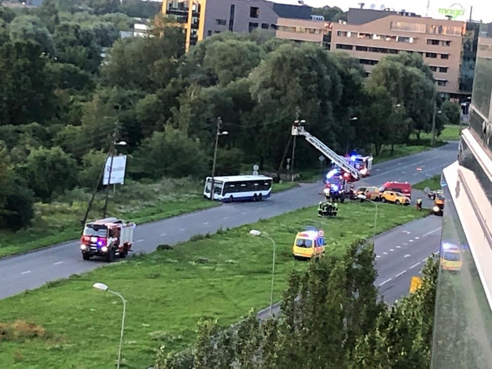 Satiksmes autobuss avarē Skanstes ielā