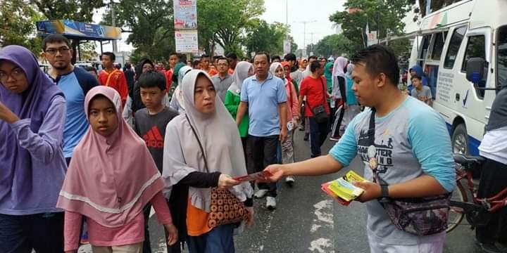 Masyarakat yang mengikuti Car Free Day di kawasan jalan Khatib Sulaiman Padang setiap hari Minggu. Foto: BBPOM Padang